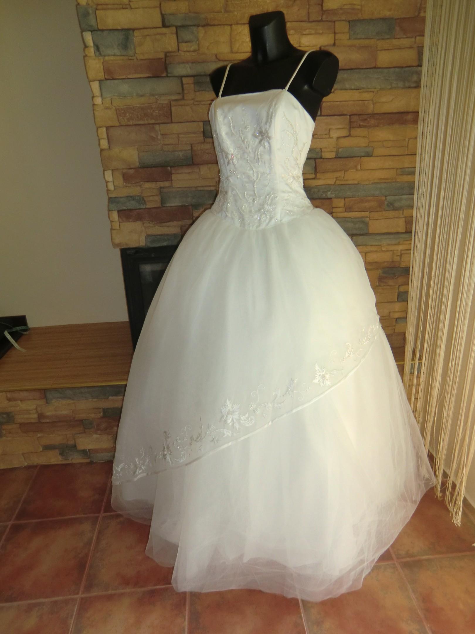 bd2685723c2 nové luxusní svatební šaty
