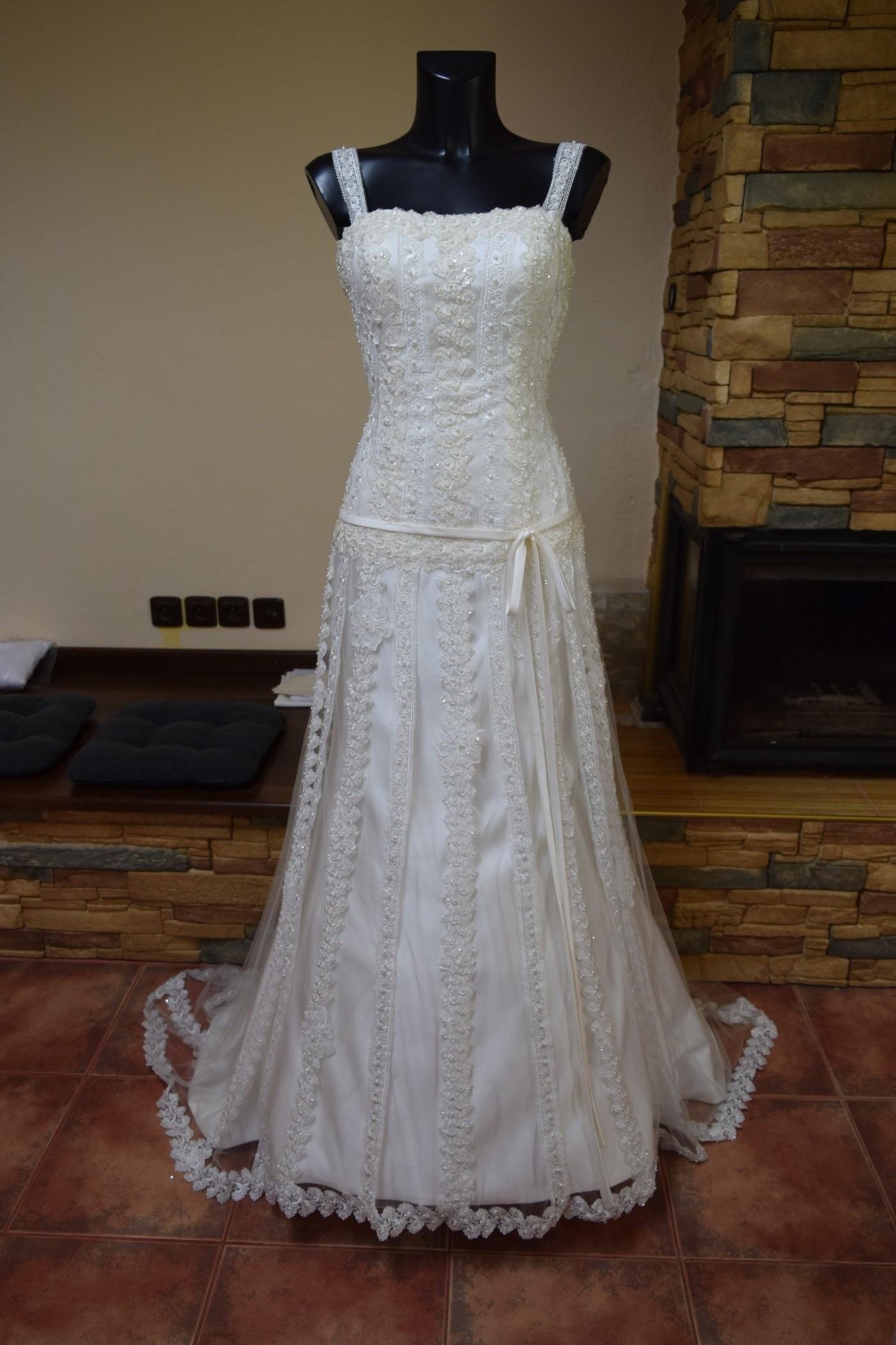 1f7edd1988fb krásné svatební šaty