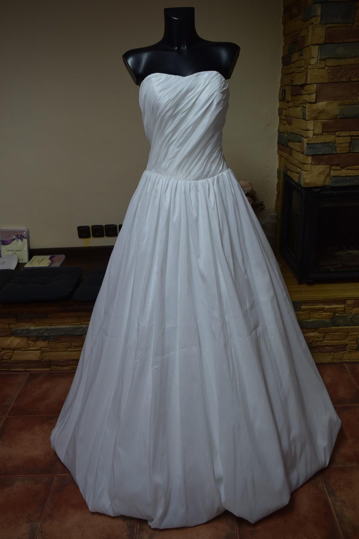 04b4ad5718b0 variabilní svatební šaty- možnost volánů